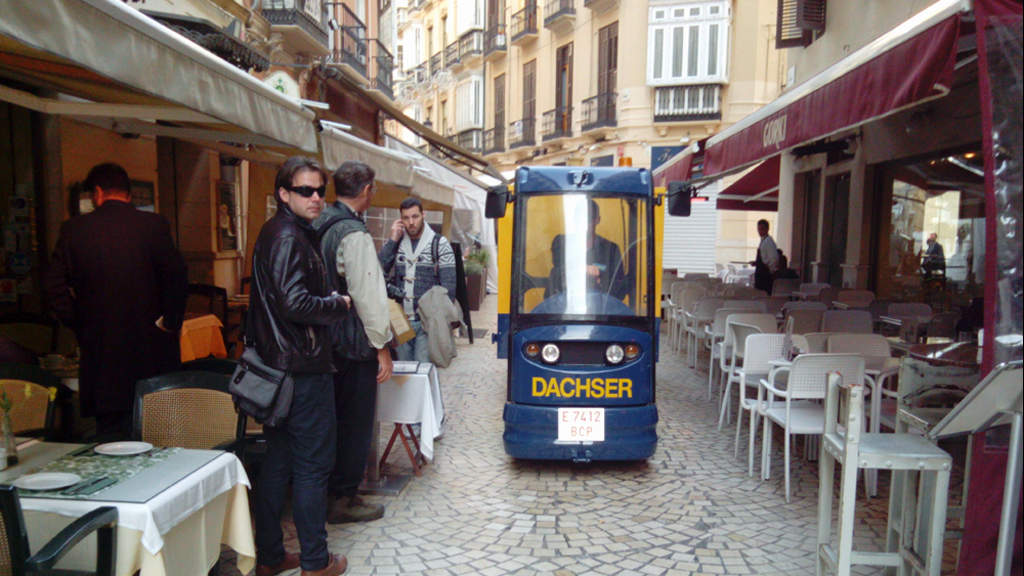 No street is too small for the electric car, which draws the attention of the word-wide tourist community visiting Málaga